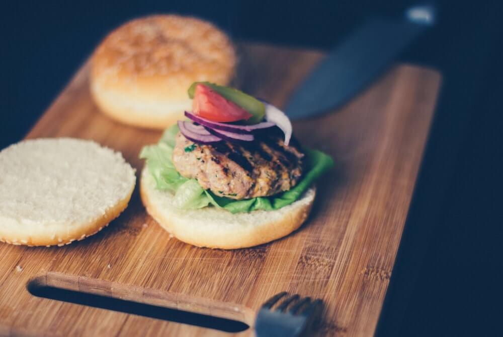 Burger auf Brett